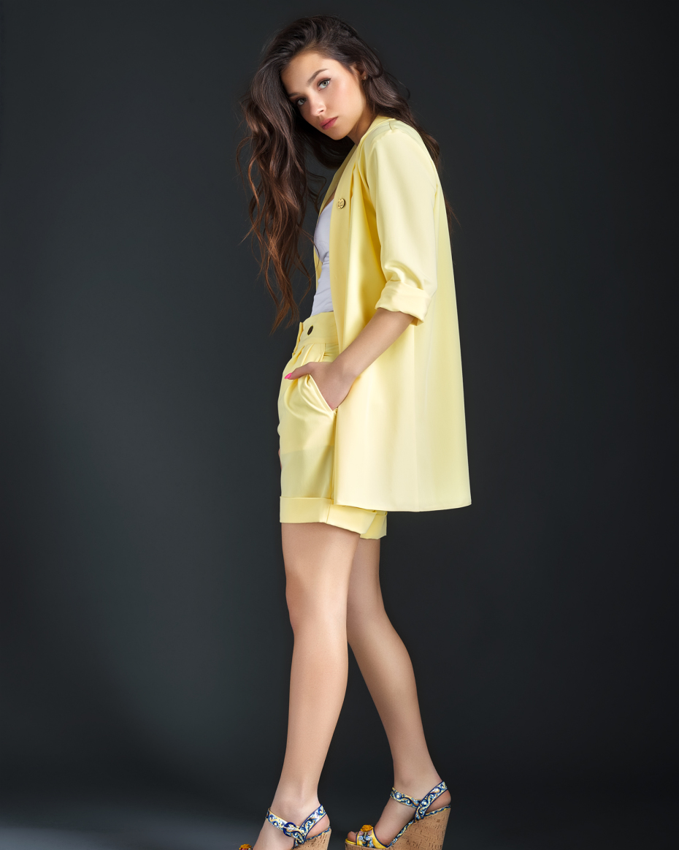 "{""bg"":""Жълти панталонки"",""en"":""Yellow shorts""}"