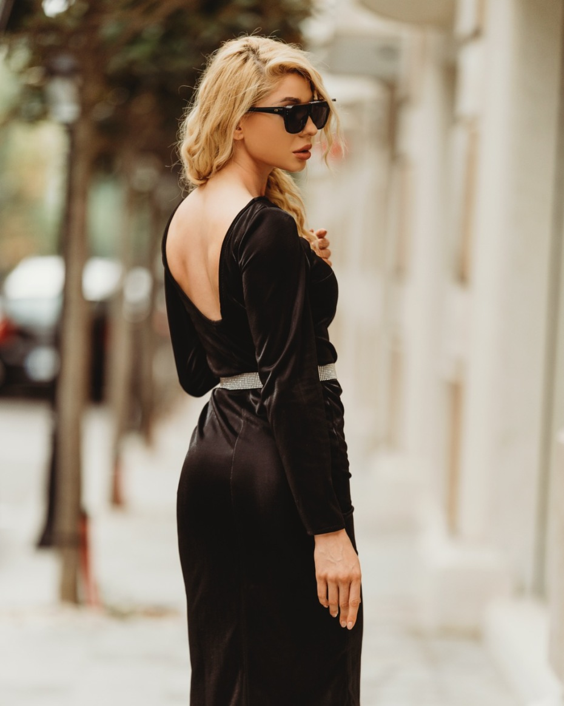 "{""bg"":""Рокля в черно ламе"",""en"":""dress black lame""}"